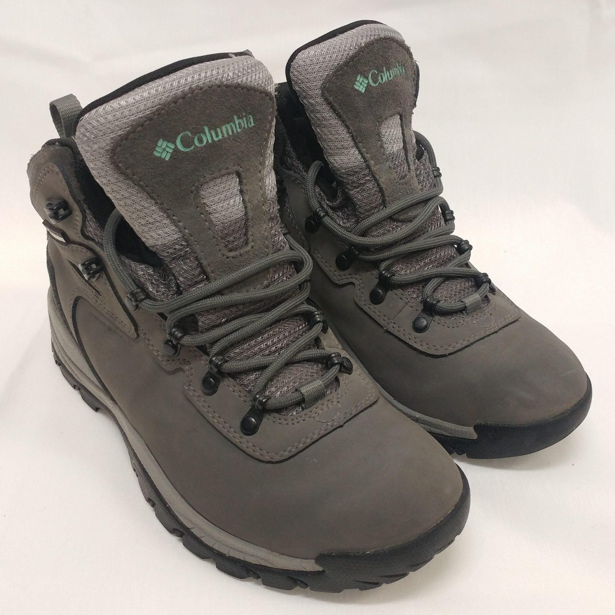 d882d9b828a Columbia Women's Newton Ridge Plus Hiking Boot Size 7 1/2 M US